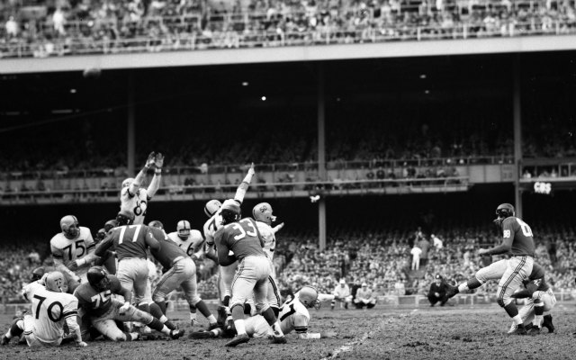 Summerall's 29-yard field goal against the Steelers in 1959 gave the Giants a 9-7 lead. (Getty Images)