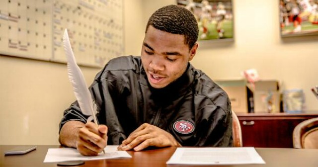 Kenneth Acker looks a little like William Shakespeare here. (49ers)