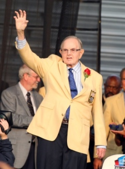 Buffalo owner Ralph Wilson was one of two owners not to sign a CBA extension in 2006 (US Presswire).