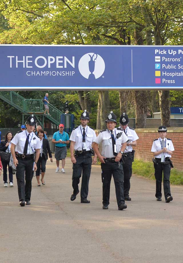 british open photos from round 1  tiger woods has arrived