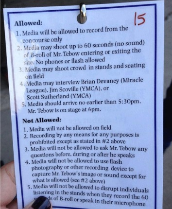 Here's what reporters could and couldn't do at a recent Tim Tebow event. (jimromenesko.com)