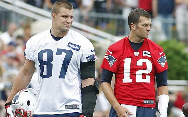 With or without Rob Gronkowski, right, this week, Tom Brady doesn't plan to suck. (USATSI)