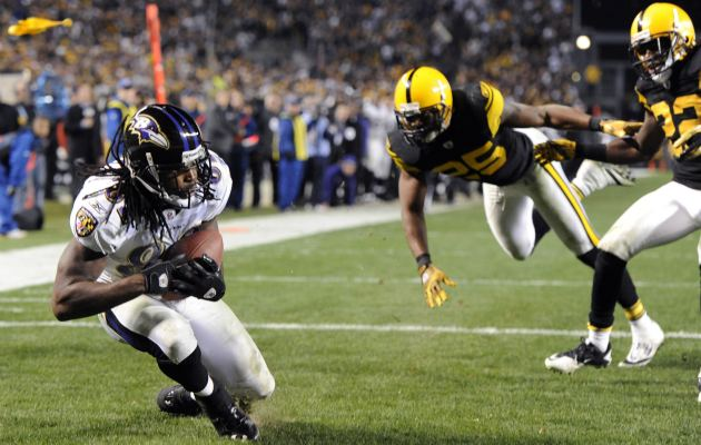 T. Smith catches the game-winning pass from J. Flacco to beat Pittsburgh (AP).