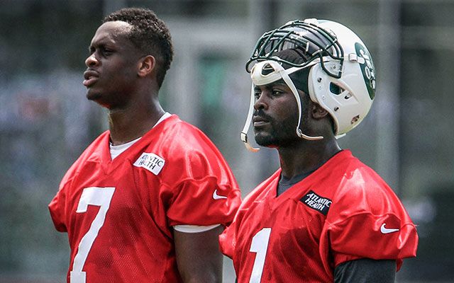 Geno Smith (left) and Michael Vick during the Jets' offseason workouts. (USATSI)