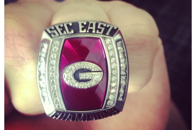 Bulldogs' quarterback Aaron Murray shows off Georgia's SEC East Championship rings (Instagram)