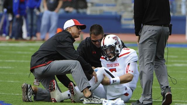 Texas Tech QB Baker Mayfield's knee injury is not serious, according to Kliff Kingsbury. (USATSI)