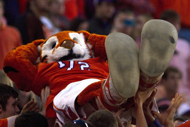 Kick back on Saturday night, Clemson and Georgia will provide plenty of entertainment. (USATSI)
