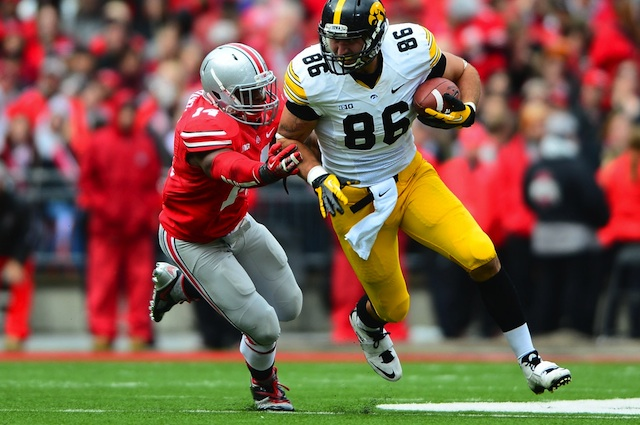 Starting linebacker Curtis Grant is expected back in the lineup when Ohio State plays Michigan on Saturday. (USATSI)