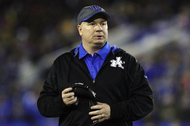 Mark Stoops will receive a raise in the final two years of his new deal with Kentucky.  (USATSI)