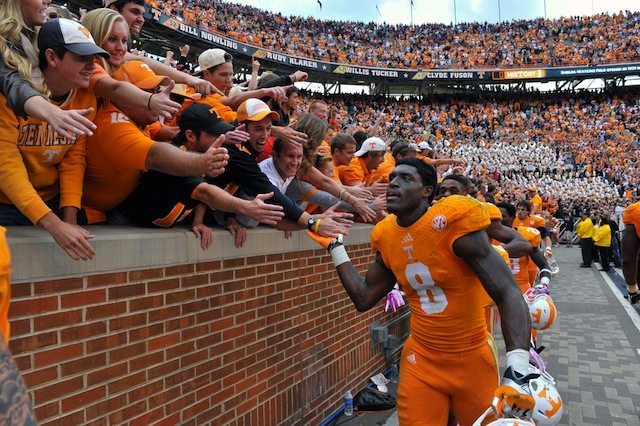 Marquez North kept Tennessee's game-winning drive alive with a one-handed catch. (USATSI)