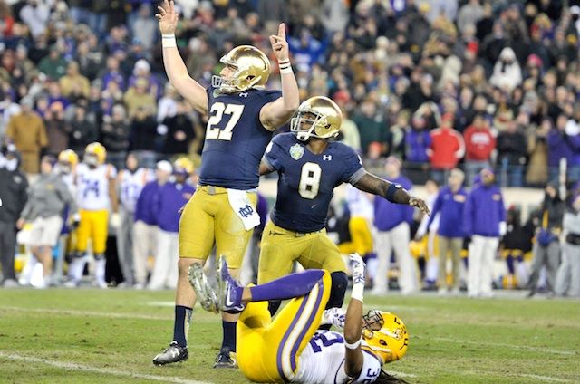 how plays football tonight score of the notre dame game