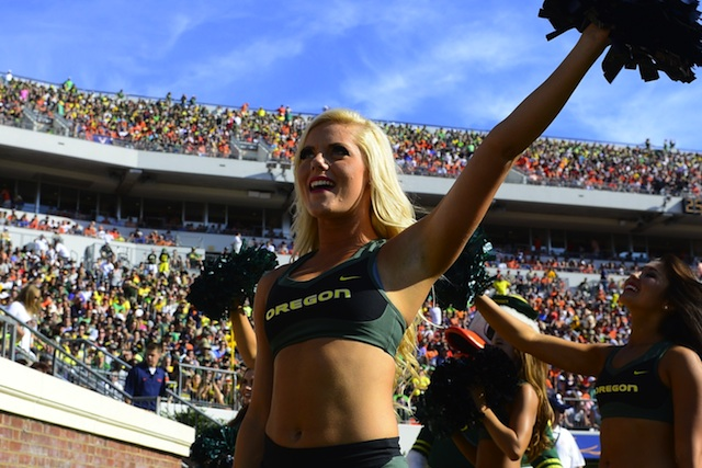 Oregon's cheerleaders will have custom contacts for the Washington game. (USATSI)