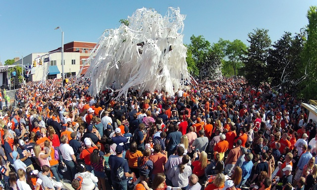 Auburn fans roll Toomer's Corner one last time before the trees were cut down