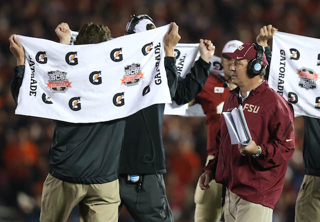 Florida State assistants were shielding Jimbo Fisher's play calls with towels.