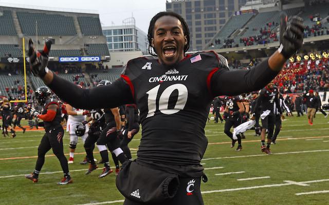 quality design 2eddb 367e2 LOOK: Cincinnati Bearcats unveil new black uniforms ...