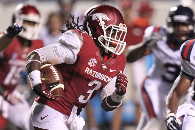 Alex Collins is averaging 109 rushing yards per game for Arkansas. (USATSI)