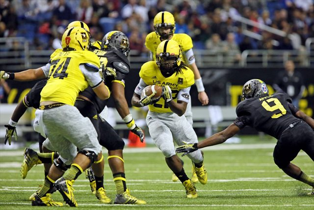 Altee Tenpenny carries the ball in the 2013 Army All-American Game. (USATSI)
