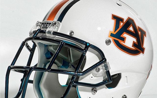 Football Helmet Chrome : Look auburn unveils updated chrome helmets tweaks to