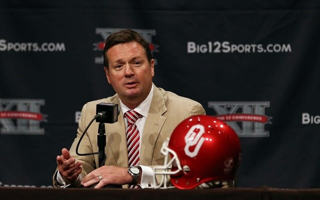 Bob Stoops had some interesting things to say about fans and Twitter. (USATSI)