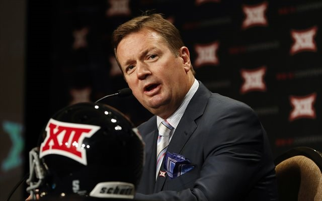 Bob Stoops doesn't seem happy with Nick Saban's comments on the Sugar Bowl. (USATSI)