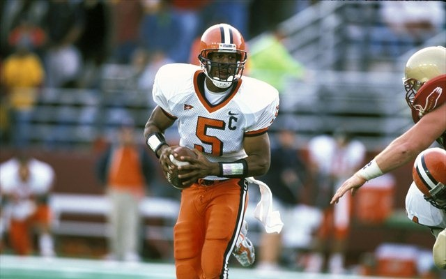 Donovan McNabb is set to have his iconic No. 5 jersey retired at Syracuse. (USATSI)