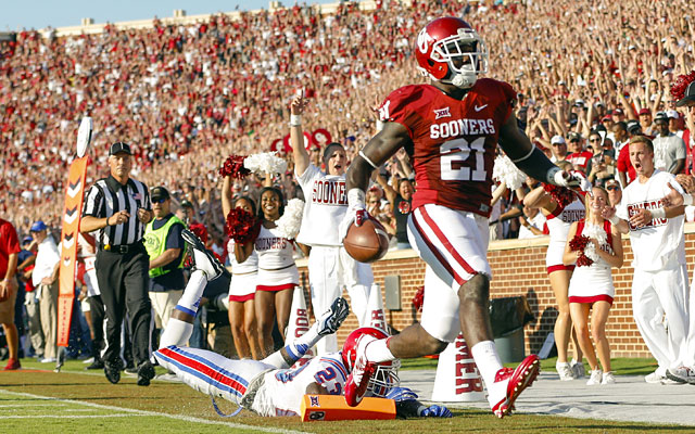 Keith Ford scores a touchdown for Oklahoma. (USATSI)
