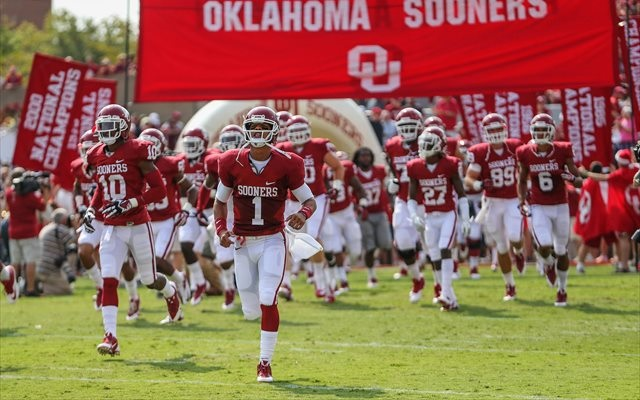 Kendal Thompson (No. 1) completed 4 of 13 passes in two 2013 appearances for Oklahoma. (USATSI)