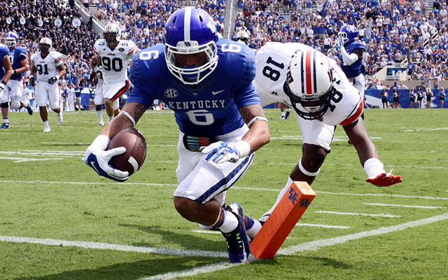 Kentucky wide receiver Blake Bone dives for a touchdown against UT Martin. (USATSI)