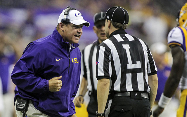 LSU coach Les Miles has some choice words for the officials. (USATSI)