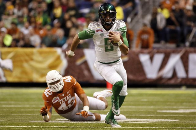 Marcus Mariota finished with 392 yards of offense. (USATSI)