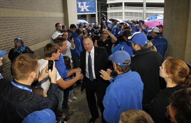 Mark Stoops is making big strides with Kentucky fans. (Getty Images)