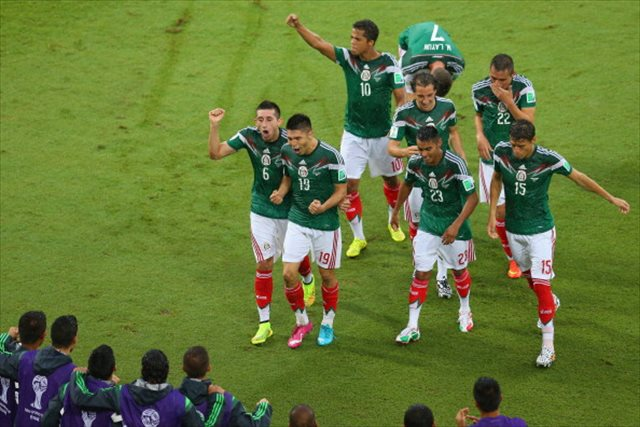 Mexico triumphed in the rain despite officiating mistakes. (Getty Images)