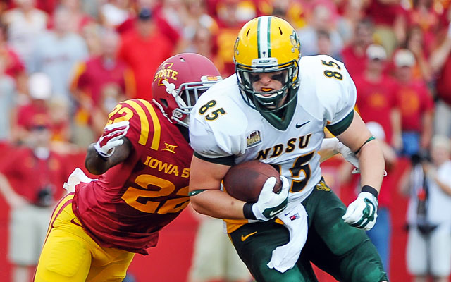 North Dakota State's Kevin Vaadeland (85) tries to break away from T.J. Mutcherson. (USATSI)