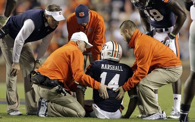 Nick Marshall injured his shoulder against FAU. (USATSI)