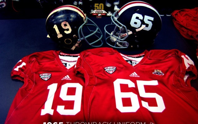 buy popular e81b7 eaa8d LOOK: Northern Illinois unveils sweet 1965 throwback ...