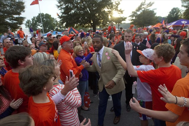 Tajh Boyd was the subject of unconfirmed -- highly, highly unconfirmed -- rumors over the weekend. (USATSI)