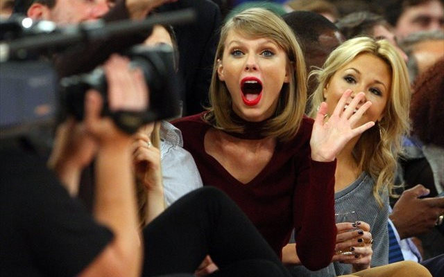 LOOK: Taylor Swift gives Buckeyes a shout-out during concert