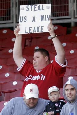 Reds fan