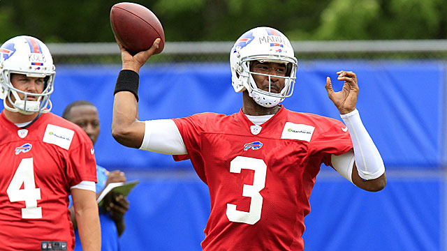 Rookie quarterback EJ Manuel (right) makes a throw as another new addition to the Bills -- QB Kevin Kolb -- looks on. (USATSI)