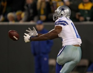 R. Williams drops a pass, perfectly symbolizing Dallas' season (Getty).