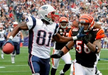 R. Moss reiterated today that he wants to keep playing for New England (AP).