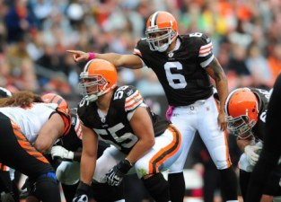 S. Wallace thinks Cleveland should pick one QB and stick with him when all three are healthy (US Presswire).