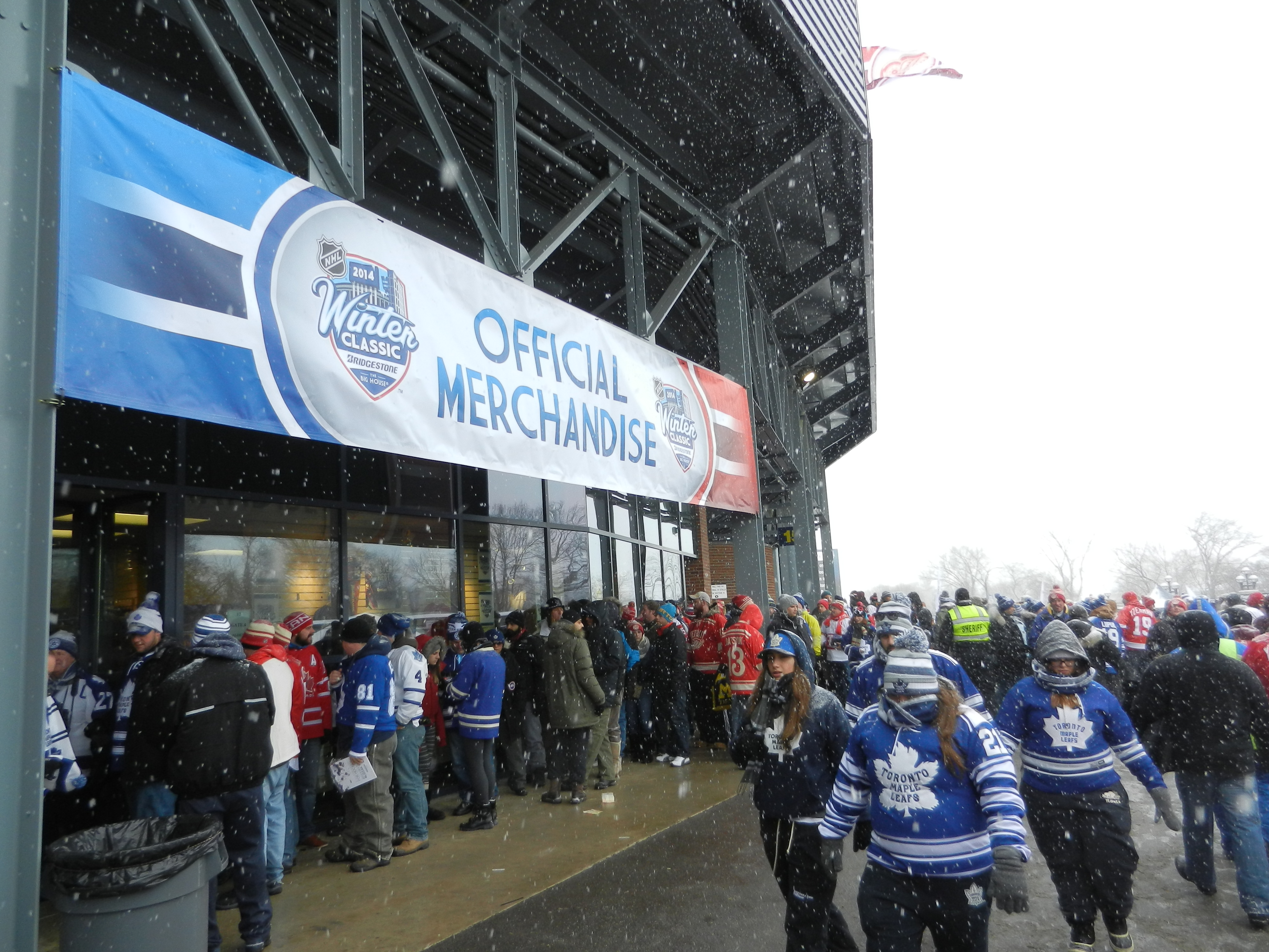 The lines for merchandise stretch deep. (CBSSports.com Original)