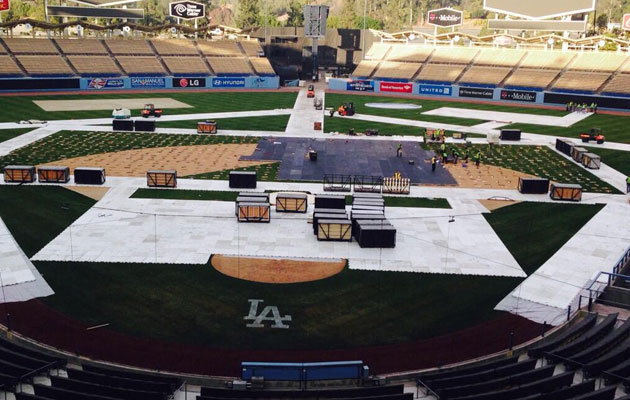 The scene is setting at Dodger Stadium. (@Dodgers)