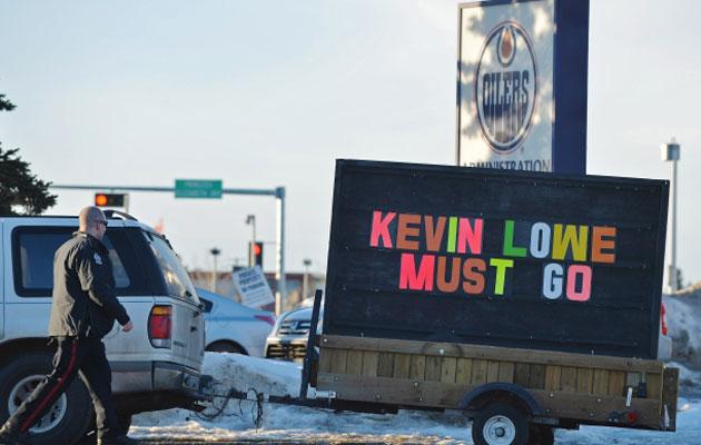 The sign brought Edmonton's finest to the scene. (Ed Kaiser, Edmonton Journal)