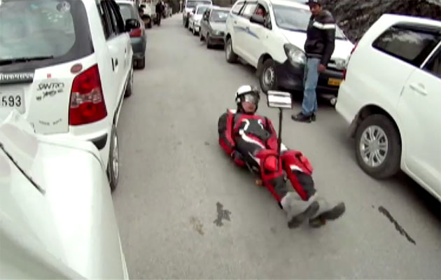 Keshavan going down a Himalayn highway. (Screen grab)