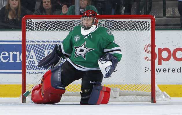 Tim Thomas looked like he was ready for Christmas. (Getty Images)