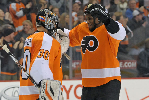 Wayne Simmonds played with Ilya Bryzgalov the past two seasons in Philly. (USATSI)