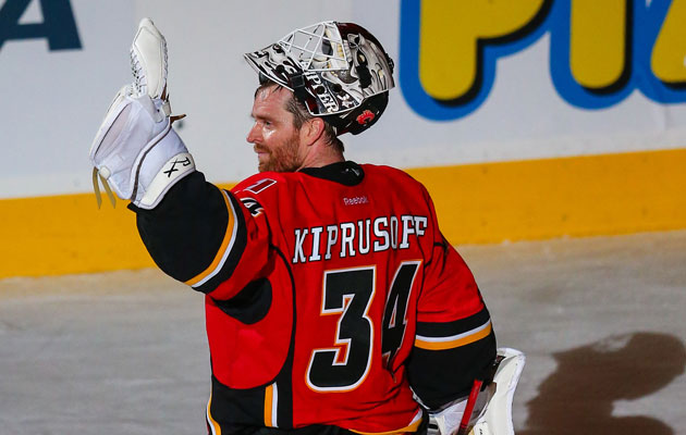 Kiprusoff waves goodbye to the crowd in Calgary last season. (USATSI)