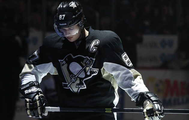 Crosby remains favorite for Hart while his Pens are new Cup favorites. (USATSI)